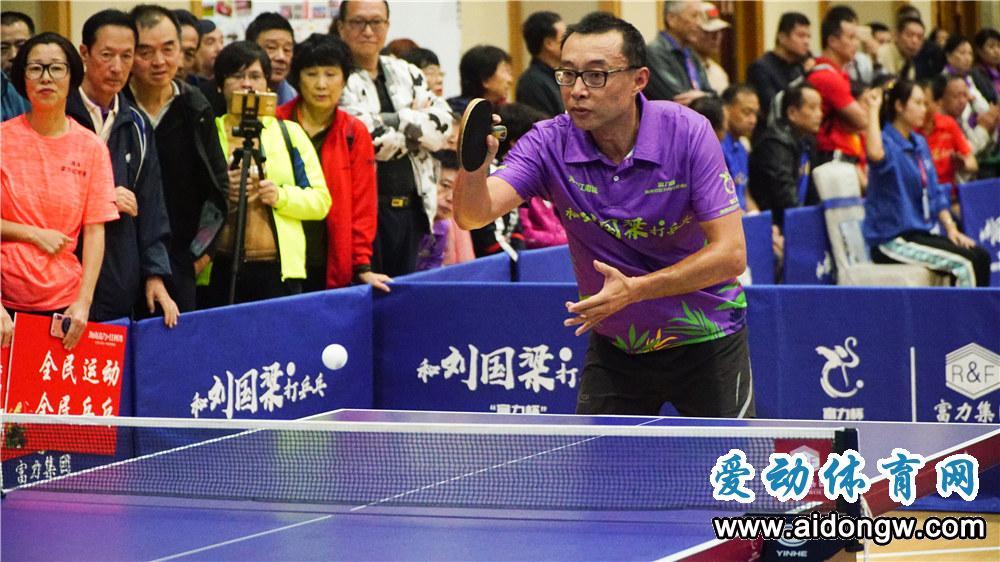 """""""富力杯""""海南社区乒乓球邀请赛开打 刘国梁将与参赛选手互动"""