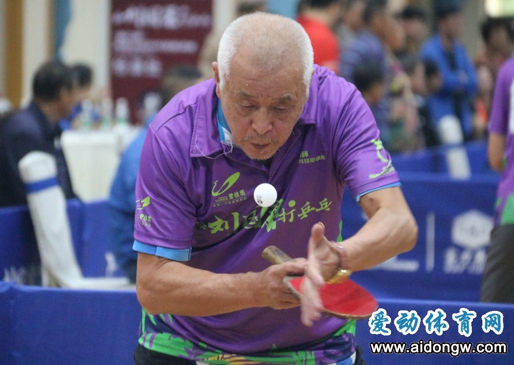 """和刘国梁打乒乓 ——""""富力杯""""海南社区乒乓球邀请赛单打决赛资格敲定"""