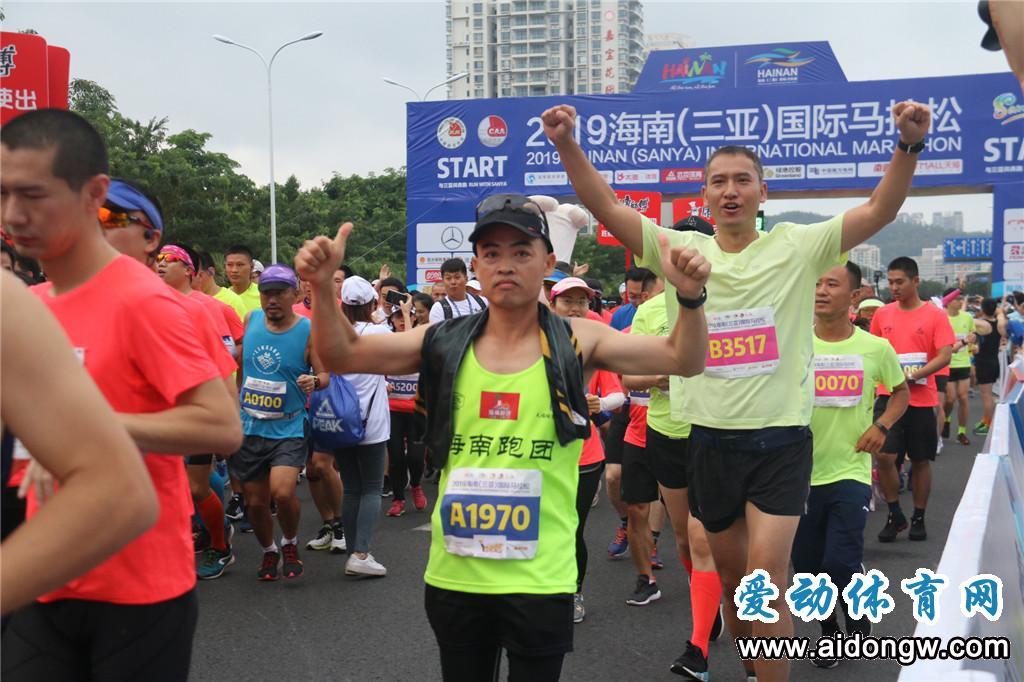 【图集】2019海南(三亚)国际马拉松鸣枪开跑 近2万名跑友跑向天涯海角