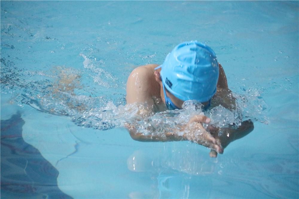 海口市第一届中小学生游泳比赛龙华区选拔赛举行 许艳梅:让更多孩子爱上游泳