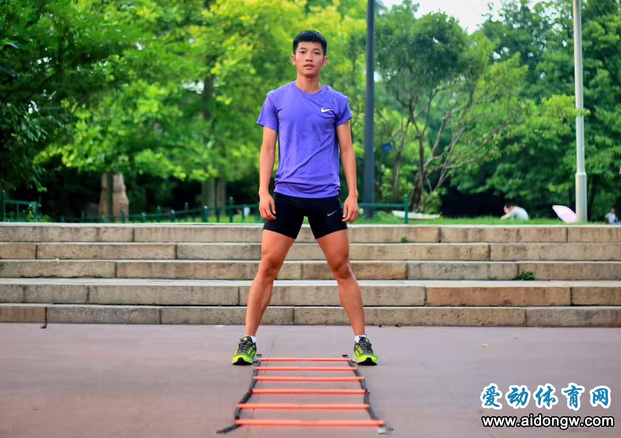 刚刚!中国大学生男子4×100米接力队晋级世界大运会决赛 江亨南表现稳健