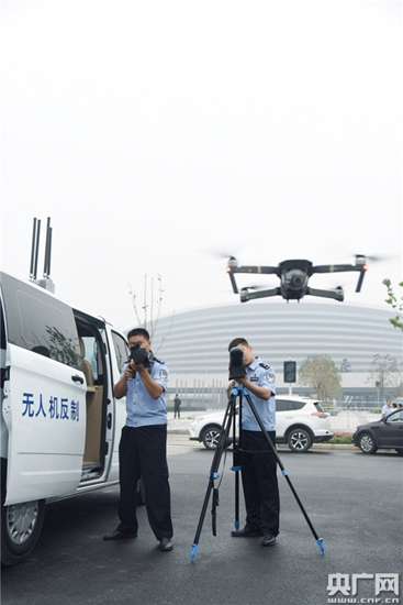 """央广网:""""低慢小""""侦测反制车首次亮相 防飞行器违规进入"""