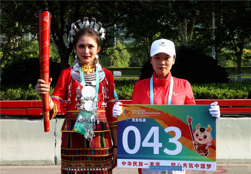 【视频】海南黎族代表参加第十一届全国少数民族传统体育运动会火炬传递