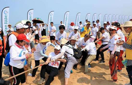 澄迈举行沙滩狂欢活动庆国庆 600余名自驾车游客和帆板爱好者参与