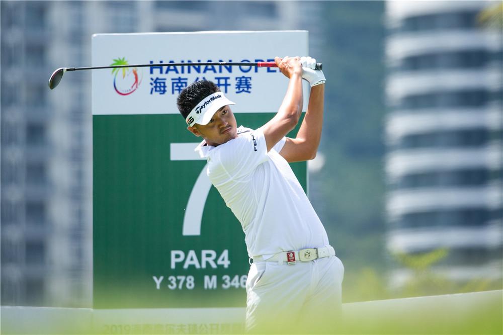 中国球员迎欧挑赛半程最好成绩,刘晏玮、肖博文并列第一