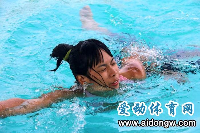 [游泳救生技能培训故事] 从田径教师跨入游泳救生 岑小娟:学生的安全第一