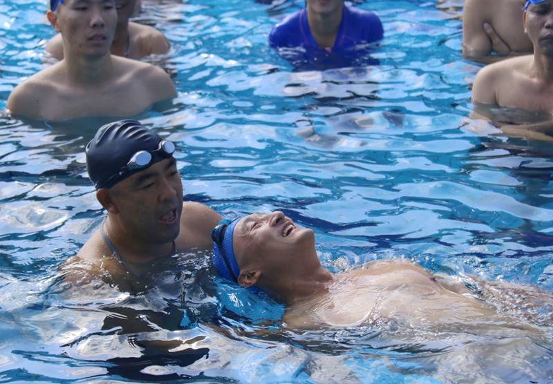【游泳救生技能培训故事】体育老师讲述游泳的重要性