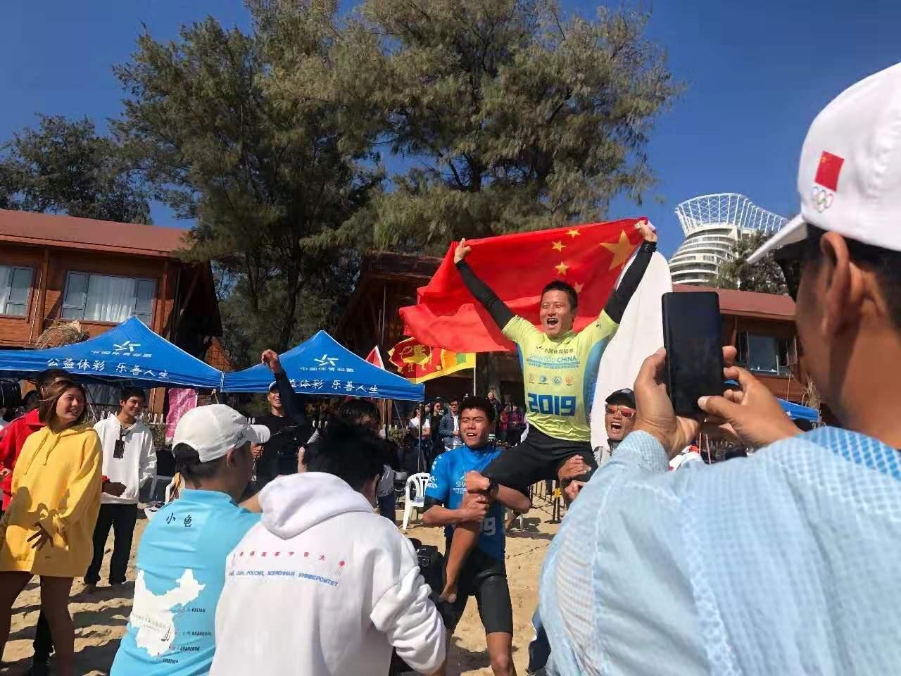 好样的!万宁选手黄玮斩获首届亚洲冲浪锦标赛男子长板冠军