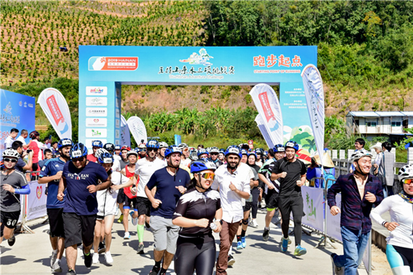 【亲水季】近千人参与!18个国家64名外籍选手!五指山亲水三项挑战赛热闹了