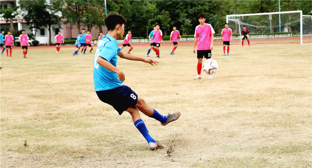 2019-2020年度海口市校园足球联赛开踢 海南中学取开门红