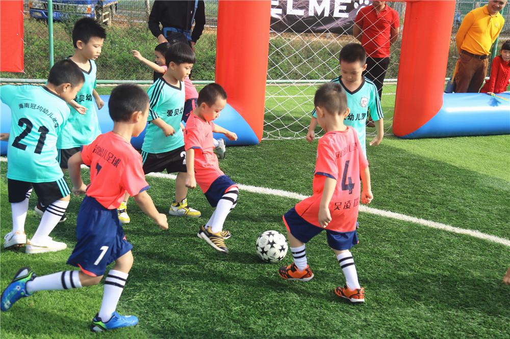 海口市幼儿足球邀请赛开踢 近百名小球员参与
