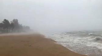 """男艺人在海口玩帆板遇""""台风"""" 死里逃生后称要更加敬畏自然"""