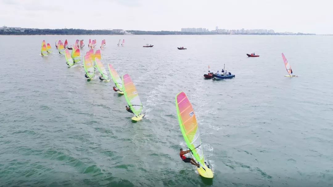 国家帆船帆板队帆板RS:X级四月月赛海口举行 biwei必威体育备用网站队分获男女组第一