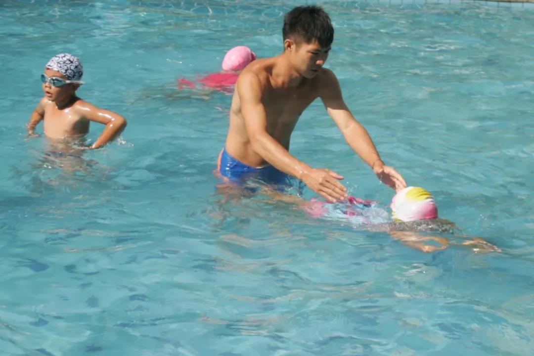 新版《游泳救生员国家职业技能标准》出台 备考的小伙伴注意啦