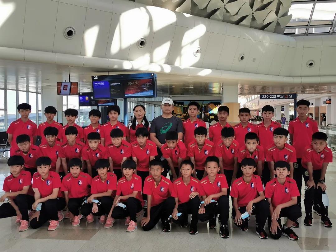 琼中女足抵达广州 将与恒大足球学校开展交流活动