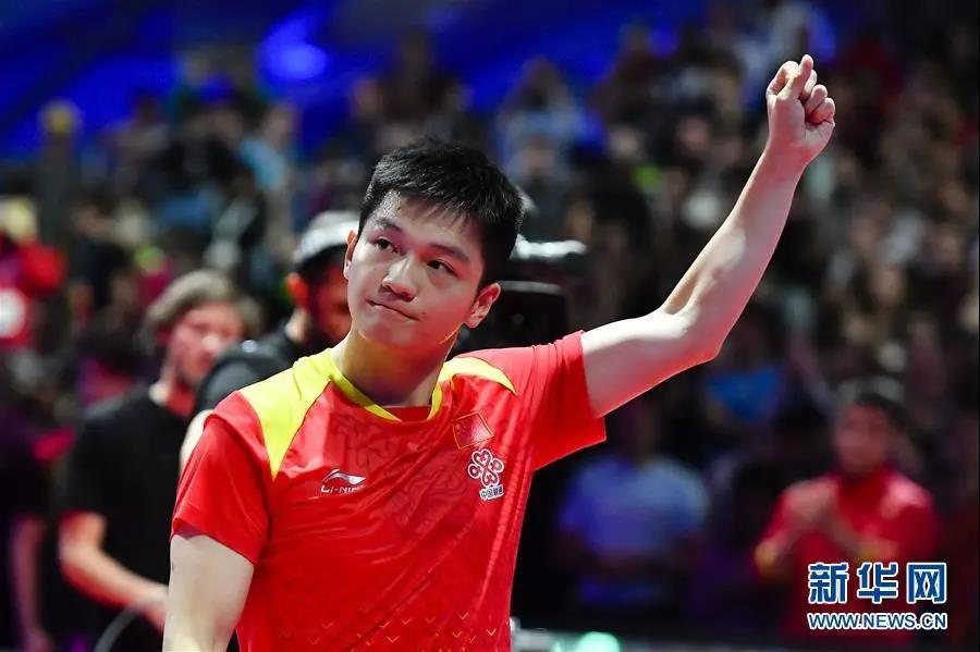 海南乒球小将林诗栋与偶像交手 樊振东:我吃了好几个发球