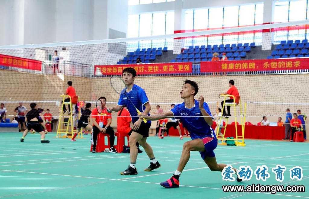 2020年海南省业余羽毛球公开赛挥拍 24支球队逐鹿乐东