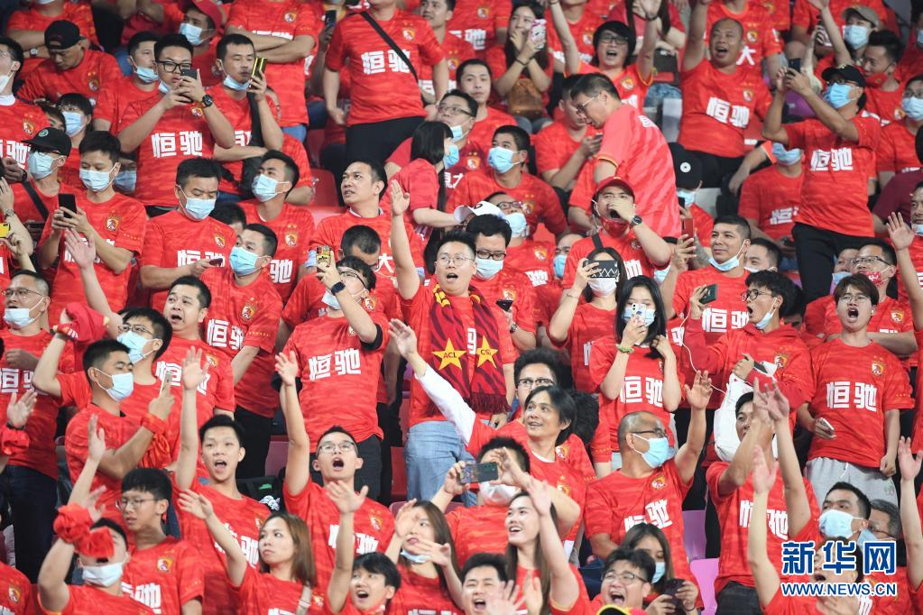 中超联赛启幕,三万球迷呐喊助威!中国职业足球开启新时代